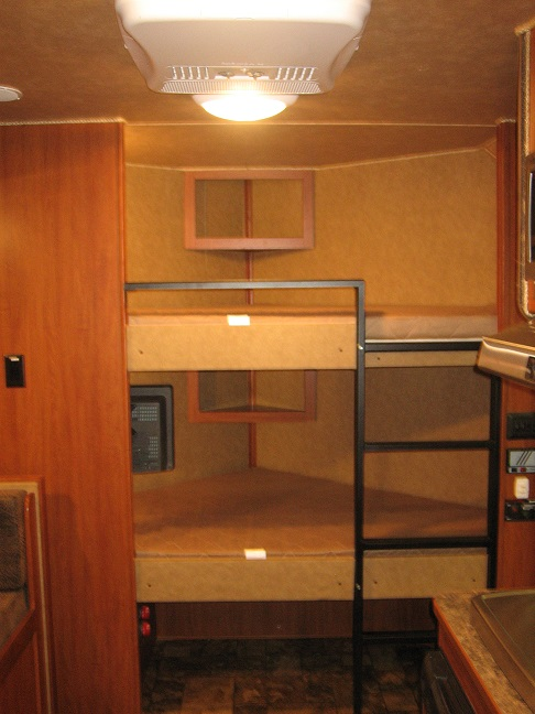 Dixie Star 9 Bumper Pull Living Quarters Horse Trailers