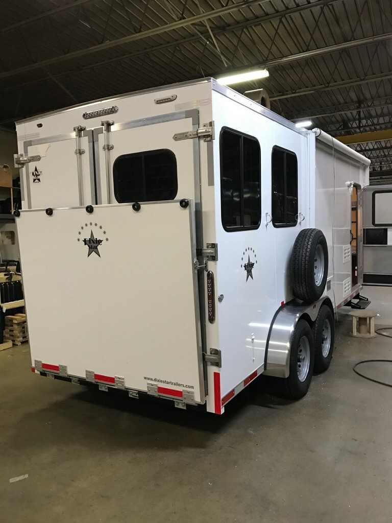 Dixie Star 8 Bumper Pull Living Quarters Horse Trailers